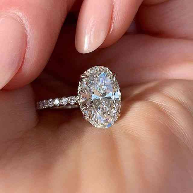 Oval Finger Ring Band Dazzling Brilliant Cz Stone Setting Wedding Anniversary For Wife