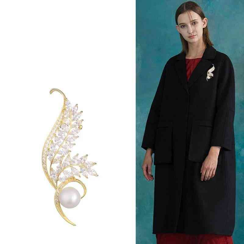 Gold Flower Brooche- Pearl Vintage Pin, Sweater Coat