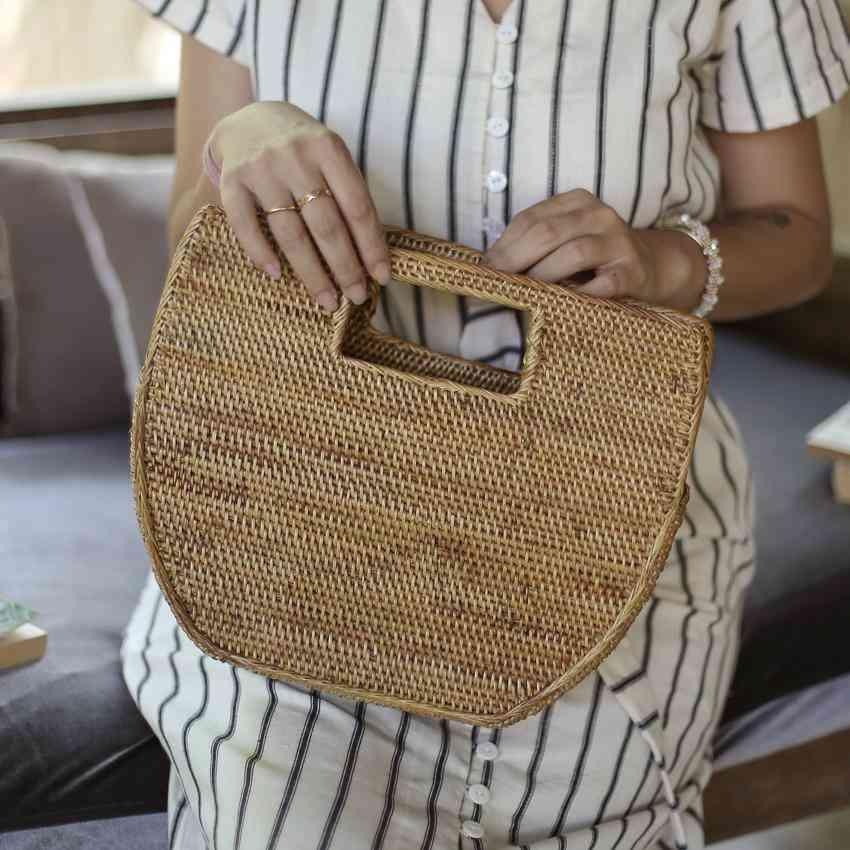 Sleek And Minimalist Shape Rattan Straw Bag
