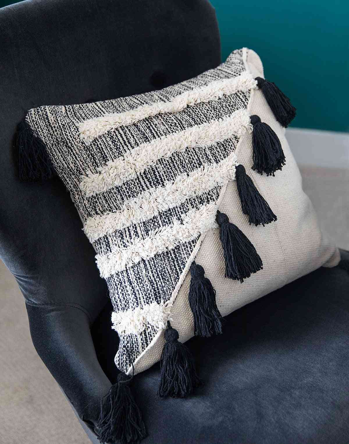 Boho Style Decorative Pillow With Tassels