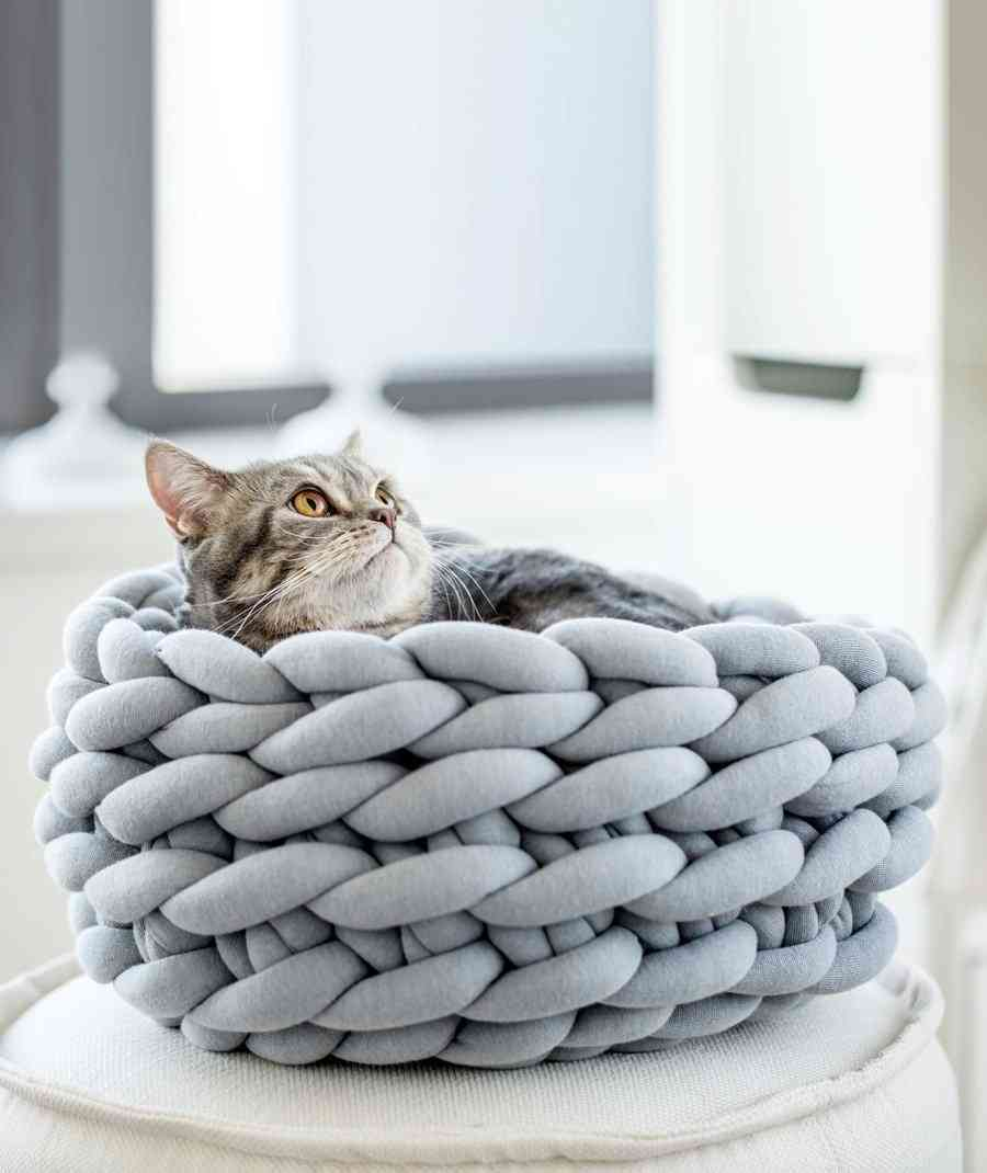 Hand-woven, Coarse Marino Wool Pet Nest Cat Bed Winter Cozy Warm Dog