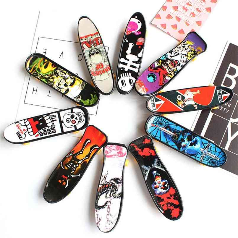 Plastic Mini Skate Finger, Skateboarding Fingerboard, Novelty Gag For,