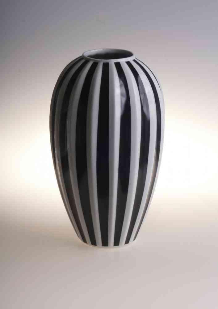 Retro Style Porcelain Flower Vase